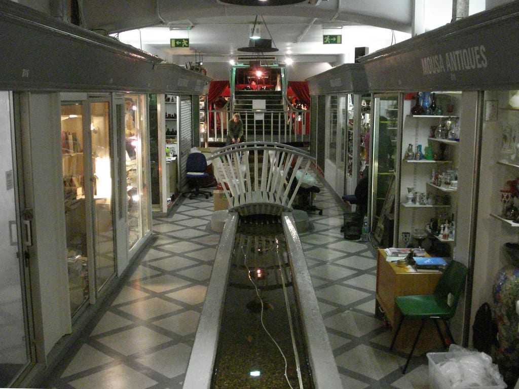 A complete guide to antique stores in Mayfair